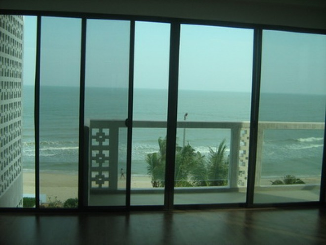 Four Bedroom Beach Front Condo with Awesome View