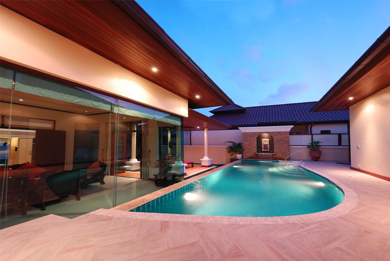 Vendesi villa di lusso a bang tao phuket tuttocasathailandia for Ville moderne di lusso
