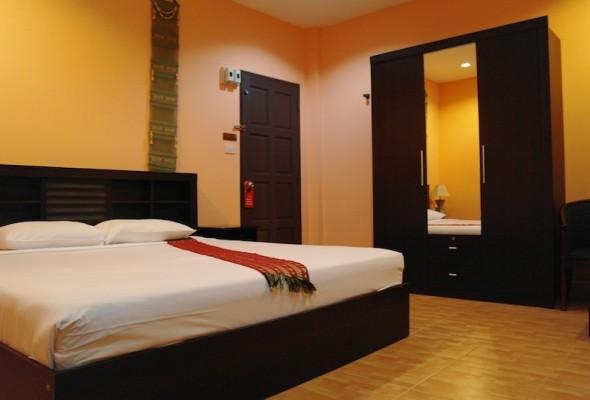 Patong beach ristorante e guest house in vendita for Piani di casa con guest house indipendente